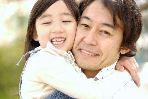 feeding-papa-e1496975637885 子育て・育児奮闘記。父親の協力で大きく差が出る子供の将来!