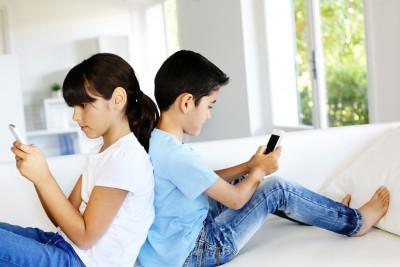 smart-phone 子供にスマホをいつから与えるか?お悩みのパパ必見!ルール化の基準