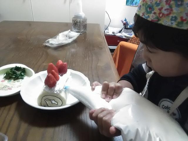 子供と料理/クリスマス編。その気になれる簡単ブッシュドノエルの作り方