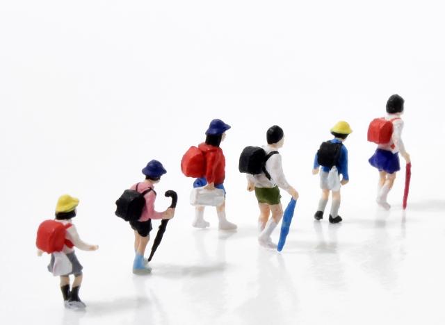 福岡県筑紫野市の事故!通学中の信号待ちの児童達に車突っ込む。