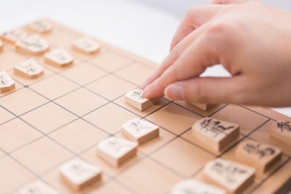 japanese-chess-600x400 藤井聡太四段が最速50連勝!若手の活躍が目覚しいわけ。