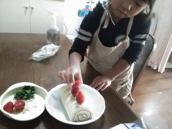 cream-600x450 子供と料理/クリスマス編。その気になれる簡単ブッシュドノエルの作り方