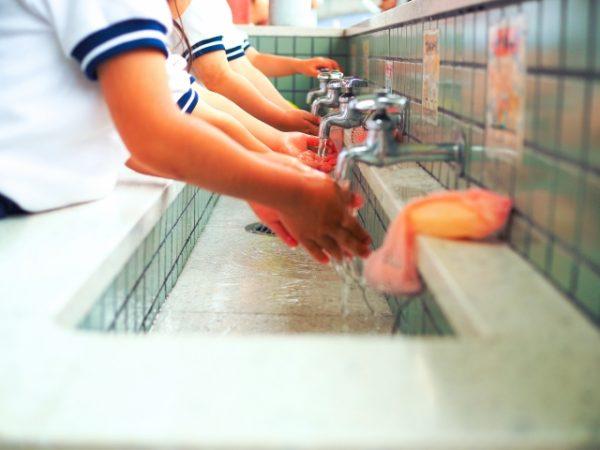 wash-hands-1-600x450 インフルエンザの潜伏期間は1~3日!家族全滅を防ぐ対策はコレだ
