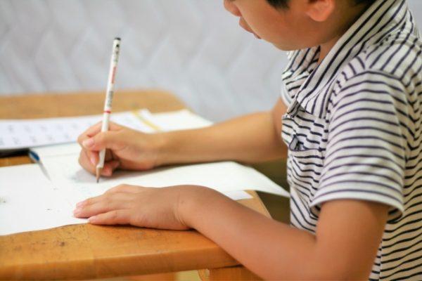 studying-kid-600x400 子供の勉強のやる気を無くさせない為のこんなコツ!
