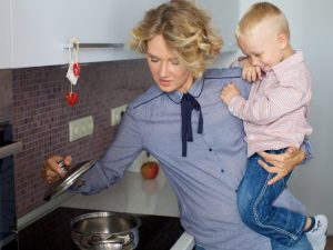 """childcare-and-job2-600x428 仕事と子育ての""""両立のコツ""""はないが、ラクになる方法はある。"""