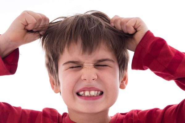 "take-it-out-on2-600x400 ""子供が物に当たる""将来的なDV・虐待を回避する為に知っておくべき親の対処法"