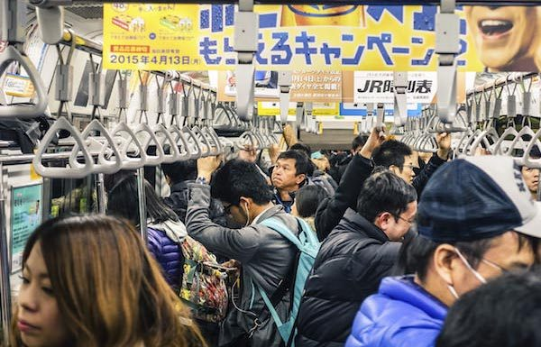 stroller2-600x405 【カンニング竹山】満員電車のベビーカー「公共の物、堂々と乗っていい」ネットでは称賛の声