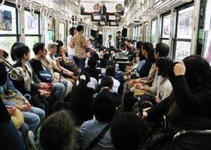 【カンニング竹山】満員電車のベビーカー「公共の物、堂々と乗っていい」ネットでは称賛の声